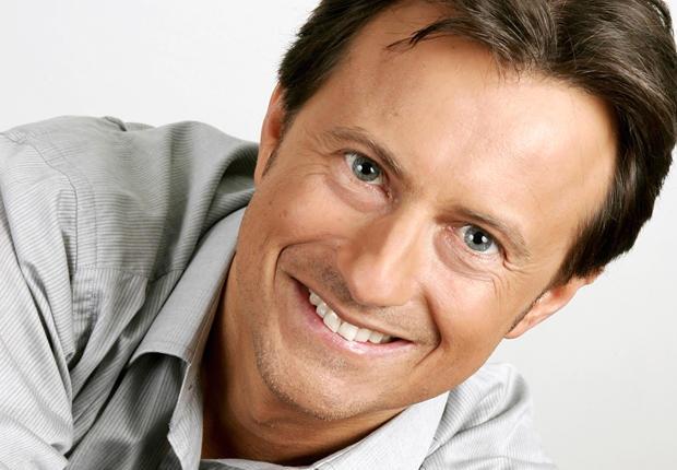 La soirée sera animée par le journaliste Vincent Perrot. Crédits : RTL.